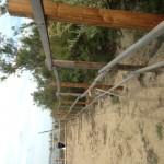 Barrières avec les poteaux (marron) installés